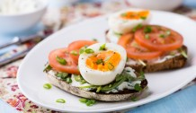 Rye toast sandwiches with egg, tomato and soft cheese