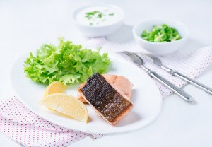 Grilled red fish fillet with lemon and green salad